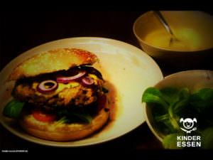 Frischer, saftiger Hamburger mit Senfsoße