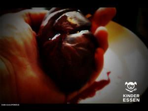 Frisches, blutiges Kinderherz - Herz auf Hand